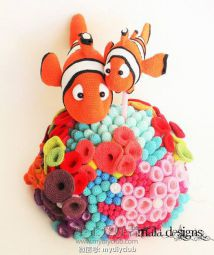 Clownfishes with reef